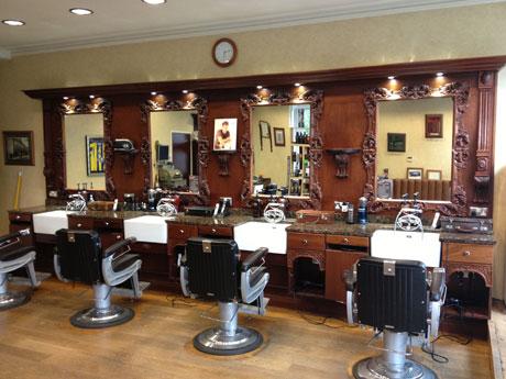 Come arredare un salone da barbiere for Arredamento barbiere prezzi