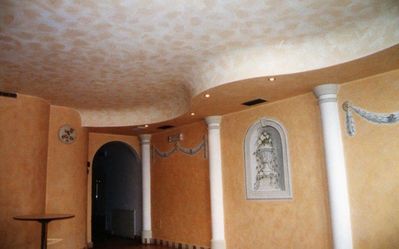 Idee per pitturare casa la pittura effetto spugnato for Idee per dipingere il soggiorno