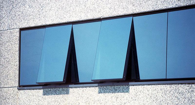 La finestra basculante per la tua casa finestre a nastro for Finestra basculante