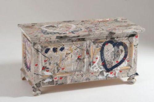 Rivestire i mobili l arte di innovare risparmiando - Decoupage su mobili in legno ...