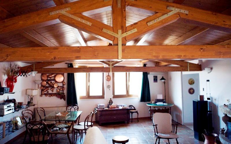 Tetto in legno ventilato coperture in legno lamellare per - Alzare il tetto di casa ...