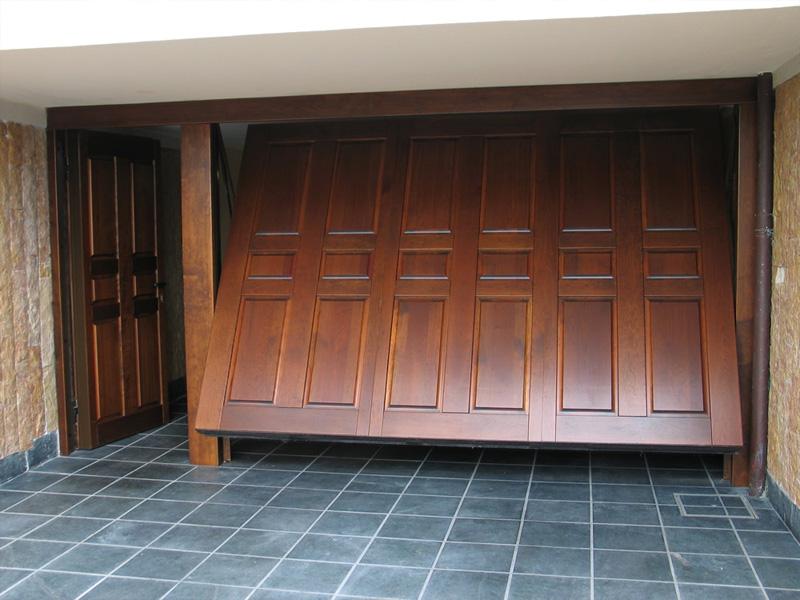 Le migliori marche e i prezzi di porte portoni e serrande - Portoni garage con finestre ...