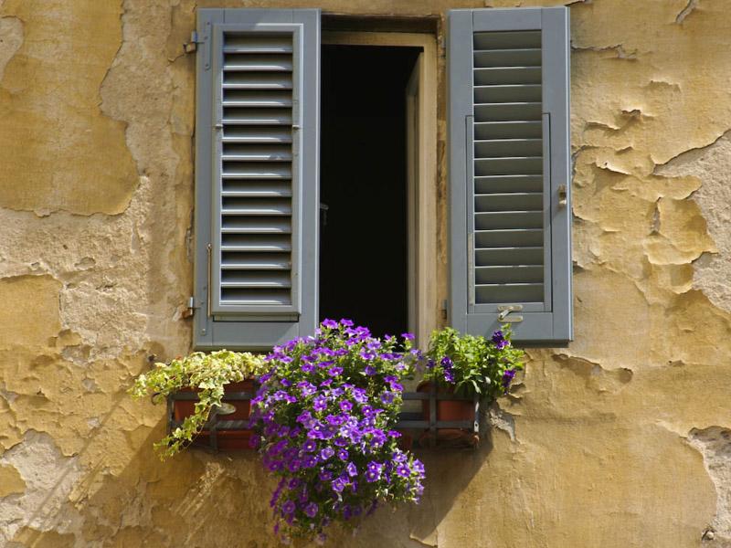La finestra basculante per la tua casa finestre a nastro for Quanto costerebbe costruire la tua casa